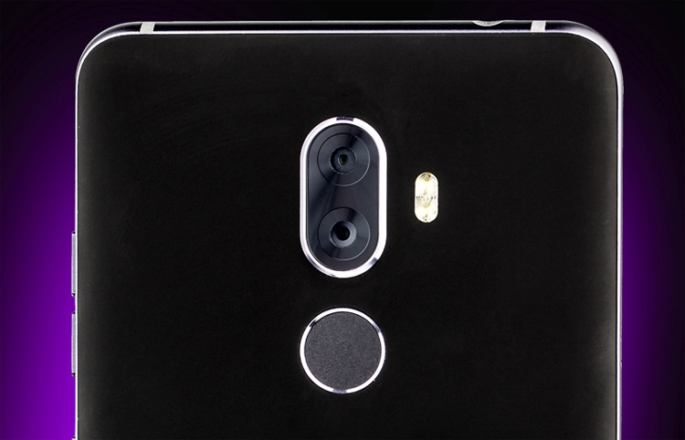 "Смартфон ZTE Blade Max View получил три камеры и ёмкий аккумулятор"""