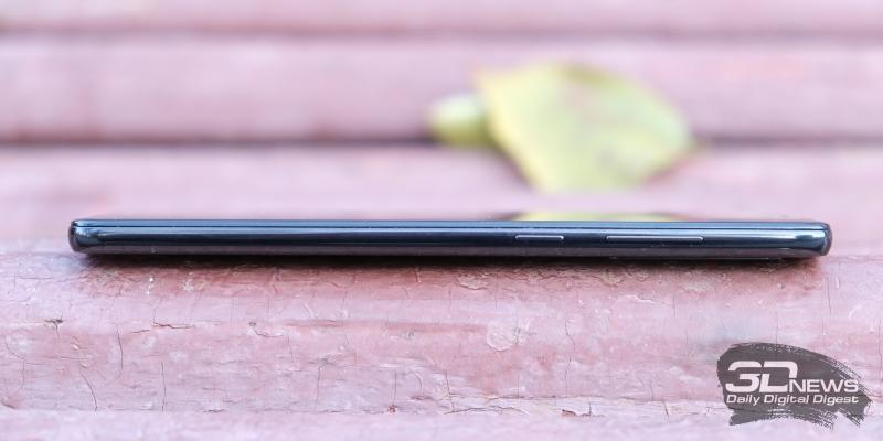Samsung Galaxy A9 (2018), правая грань: клавиша регулировки громкости и клавиша включения