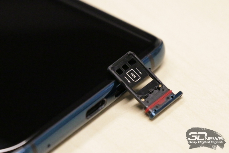 Слот для двух карточек nano-SIM или одной nano-SIM и одной nanoSD