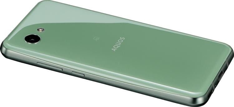 """Sharp наделила новый смартфон дисплеем с двумя вырезами"""""""