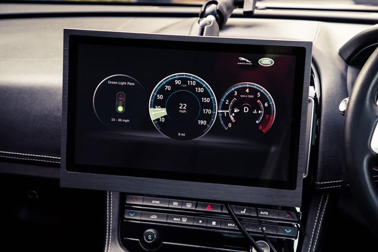 """V2X-технология Jaguar Land Rover повысит эффективность движения в городах"""""""
