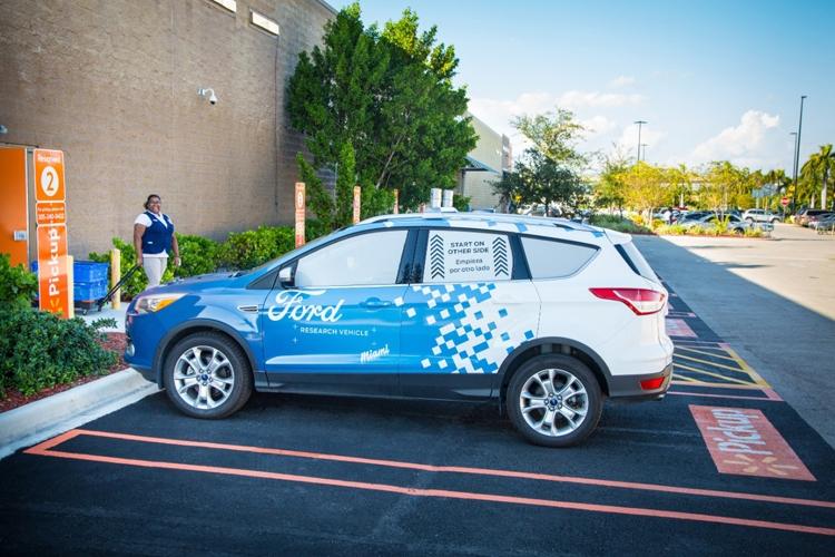 """Робомобили Ford займутся доставкой товаров из супермаркетов Walmart"""""""