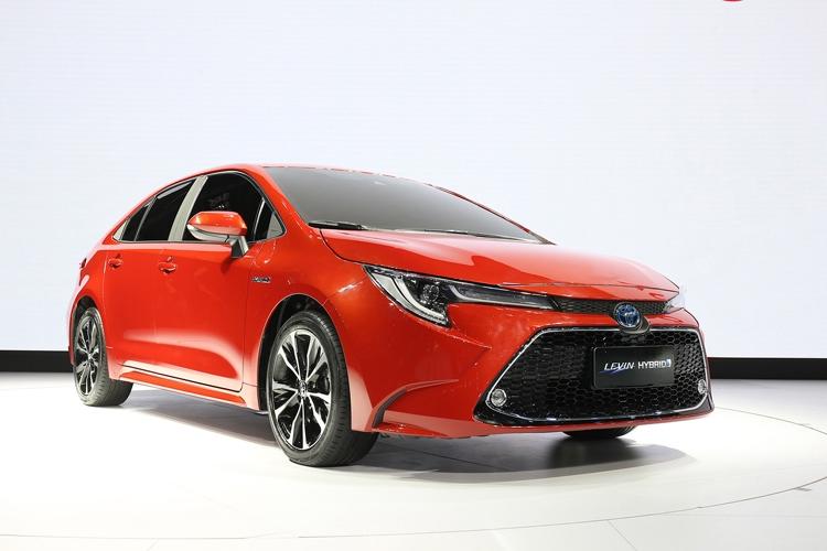 """Новый седан Toyota Corolla получил 2-литровый двигатель Dynamic Force"""""""