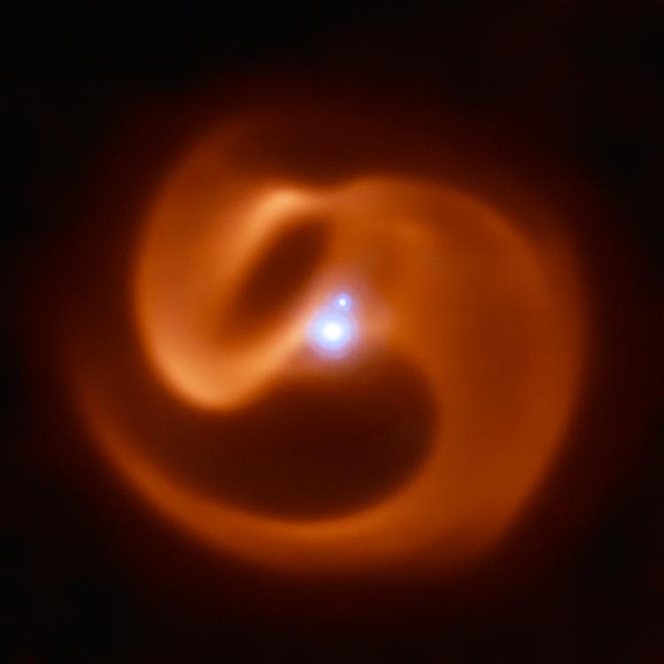"""Фото дня: космический змей, или Обитель трёх звёзд"""""""