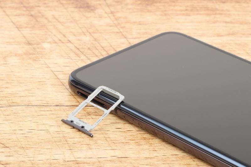 Honor Magic2, слот для двух карточек nano-SIM