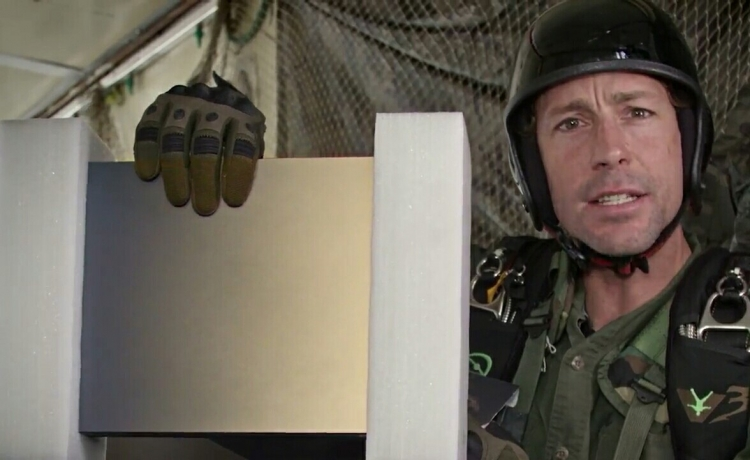 """Видео: Xbox One X c Battlefield V доставляют по воздуху бывшему военному"""""""