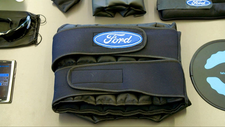 """В Ford создан костюм засыпающего водителя"""""""