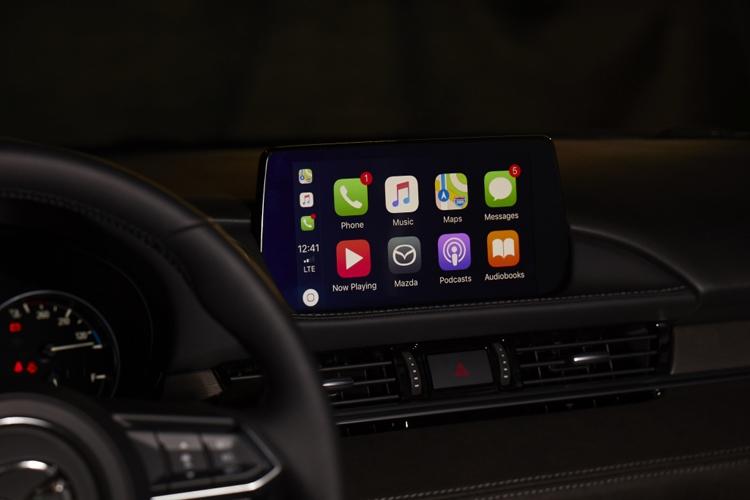 """Системы Apple CarPlay и Android Auto стали доступны владельцам неновых автомобилей Mazda"""""""