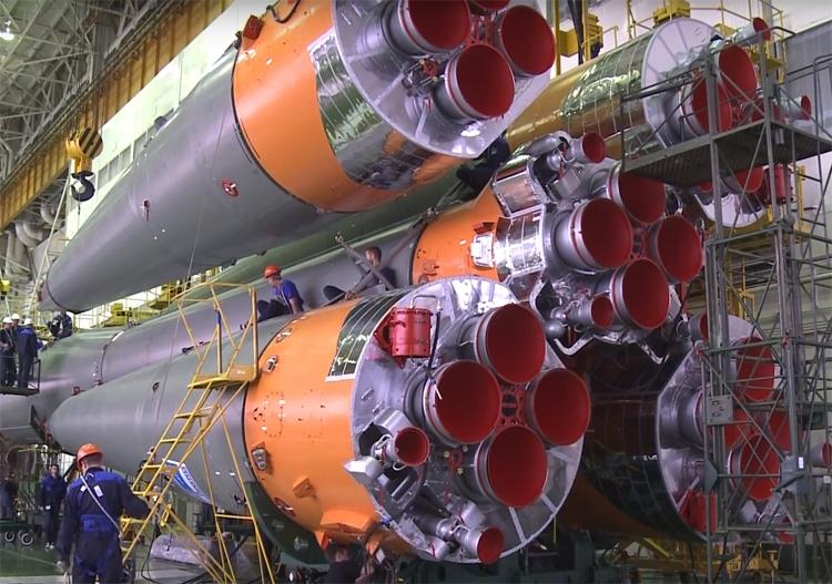 """Видео дня: сборка ракеты «Союз-ФГ» для пуска корабля «Союз МС-11»"""""""