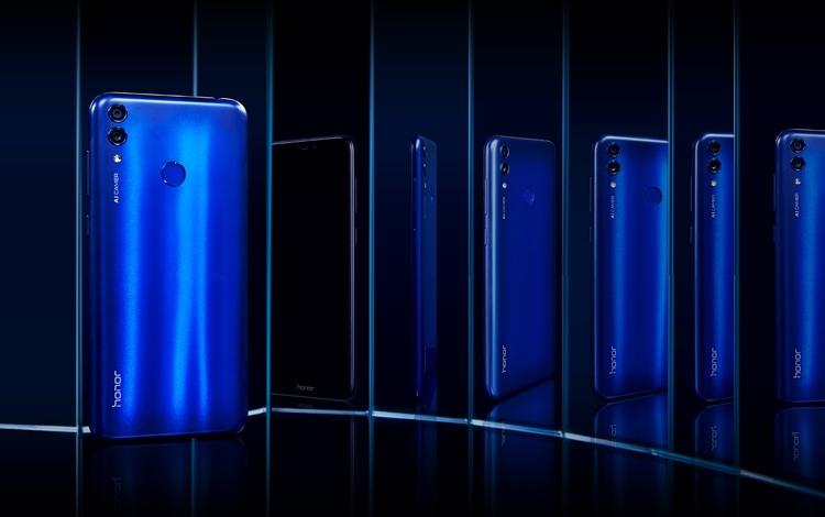 """Смартфон Honor 8C с тремя камерами выйдет в России по цене 12 990 рублей"""""""