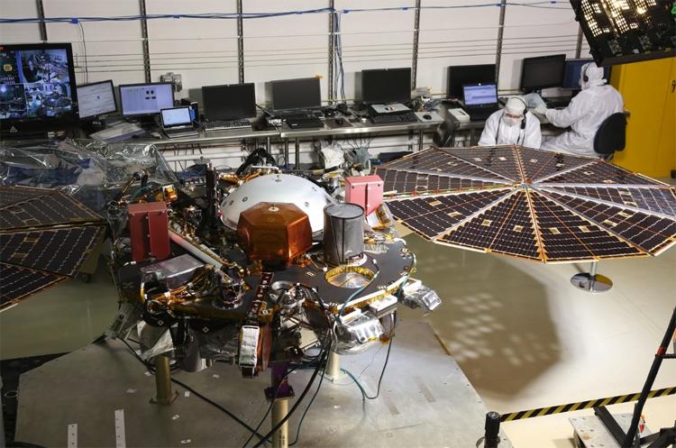 """Фото дня: Марс глазами исследовательской станции InSight"""""""