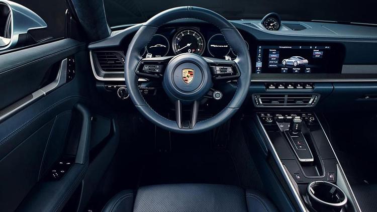 """Спорткар Porsche 911 восьмого поколения распознаёт мокрую дорогу"""""""