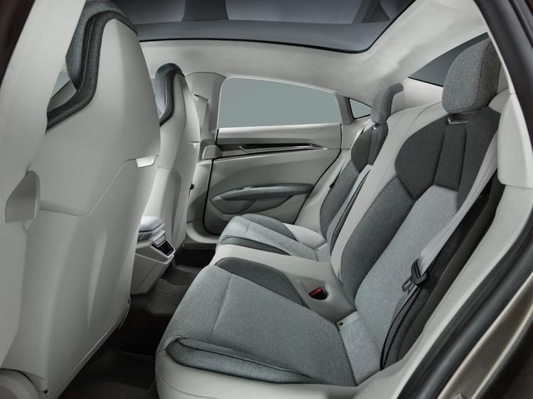 "Audi e-tron GT: электрический спорткар с запасом хода более 400 км"""
