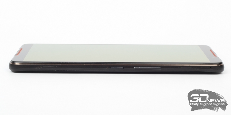 ASUS ROG Phone, правая грань: механические клавиши включения и регулировки громкости, две сенсорные клавиши AirTriggers