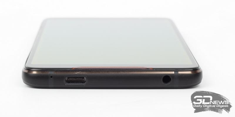 ASUS ROG Phone, нижняя грань: микрофон, порт USB Type-C и мини-джек (3,5-мм) для наушников/гарнитуры