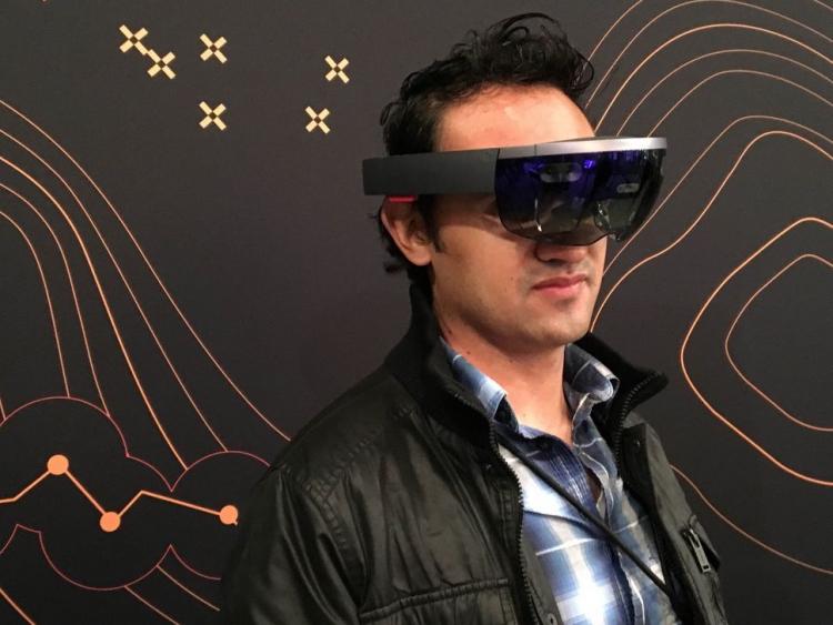 """Microsoft поставит Пентагону гарнитуры смешанной реальности HoloLens"""""""