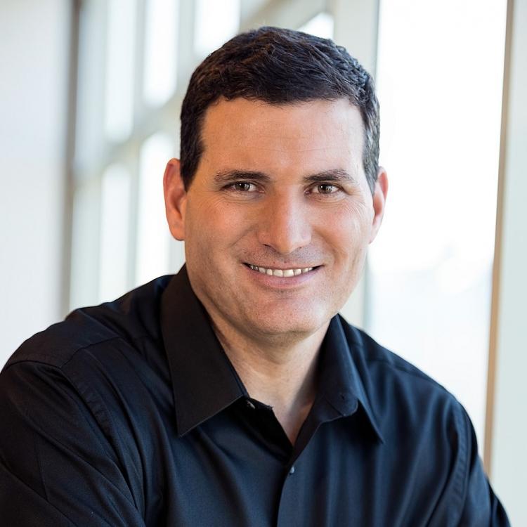 Президент группы Core and Visual Computing и руководитель команды визуальных технологий в Intel Ари Роч