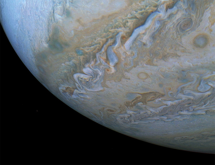 """Фото дня: дельфин в атмосфере Юпитера"""""""