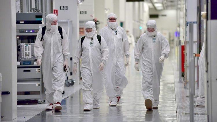 """Intel считает, что с переходом на 7-нм техпроцесс проблем возникнуть не должно"""""""