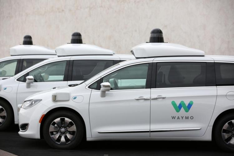 Waymo запустила платный сервис самоходных такси