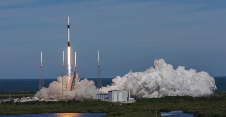 """Видео дня: неудачная посадка ракеты SpaceX Falcon 9 — первая ступень оказалась в воде"""""""