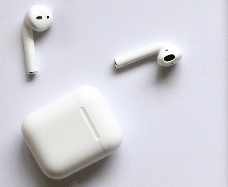 """Amazon и Google могут выпустить наушники в стиле Apple AirPods"""""""