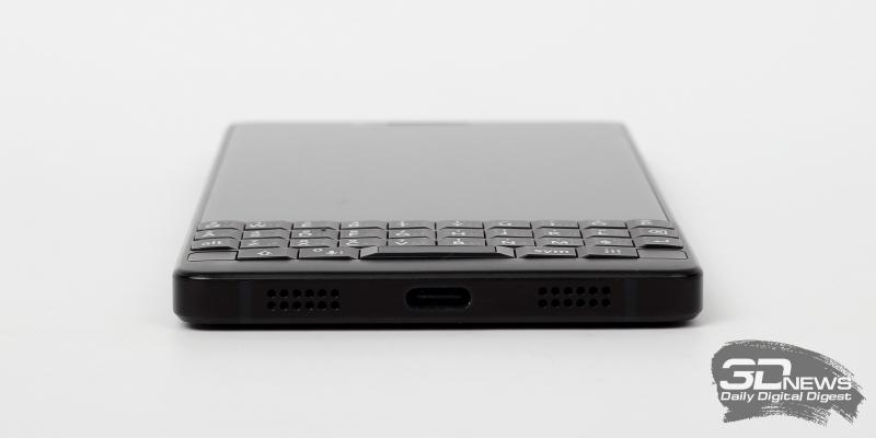 BlackBerry KEY2, нижняя грань: разъем USB Type-C и основной динамик