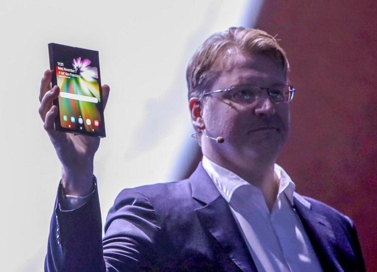 Samsung показала смартфон с гибким дисплеем Infinity Flex