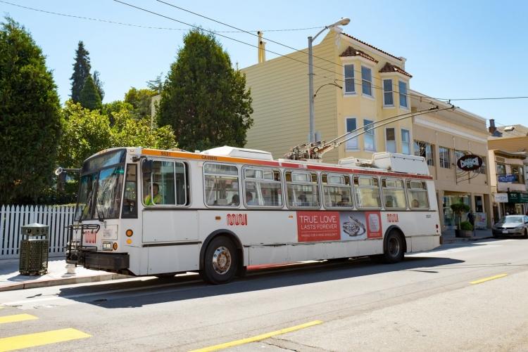С 2040 года в Калифорнии автобусы с дизельными и бензиновыми двигателями будут под запретом