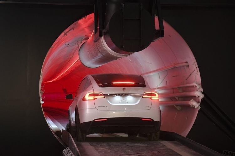 """Илон Маск представил первый туннель The Boring Company"""""""