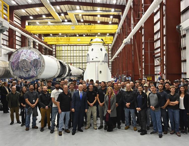 Пилотируемый корабль SpaceX Crew Dragon практически готов к запуску