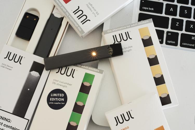 "Производитель электронных сигарет Juul получил $12,8 млрд инвестиций"""
