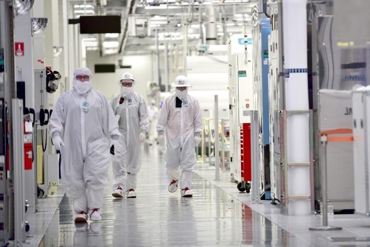 """Intel как никогда близка к провалу... контрактного производства"""""""