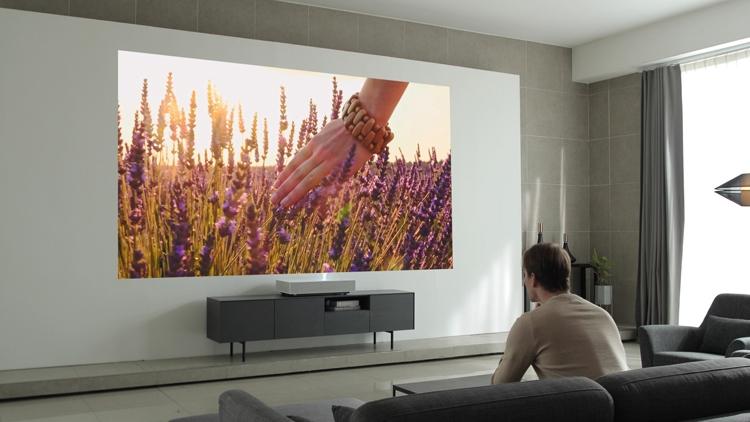 """Новый проектор LG CineBeam Laser 4K создаёт 120"""" изображение с расстояния менее 20 см"""""""