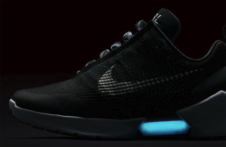 """«Назад в будущее»: самозашнуровывающиеся кроссовки Nike Adaptive выйдут в 2019 году"""""""