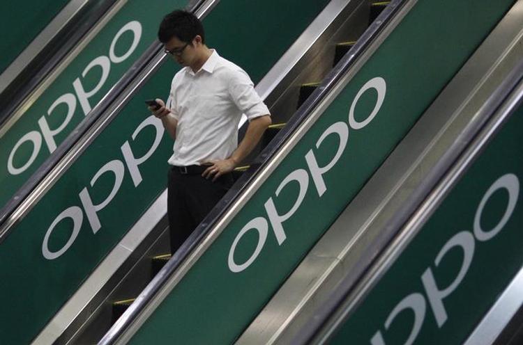 """Выход смартфона OPPO F21 с отверстием в экране ожидается в январе"""""""