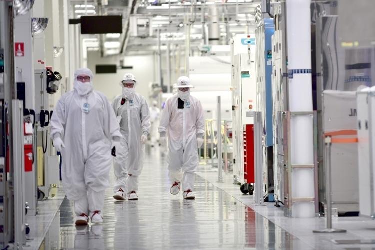 """Китай одарит Foxconn деньгами на новый полупроводниковый завод"""""""