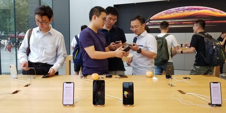 """Китайские компании бойкотируют Apple, угрожая уволить пользователей iPhone"""""""
