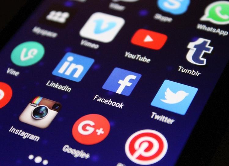 """За год россияне потратили на покупки в соцсетях и мессенджерах почти 600 млрд рублей"""""""