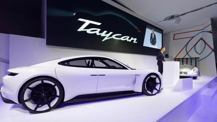 "Porsche предложит электромобиль Taycan в Turbo-версии"""