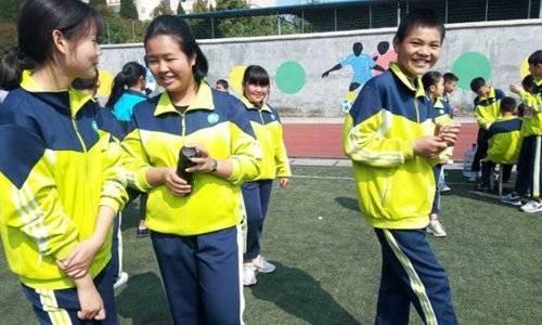 """С помощью «умной» школьной формы в Китае будут выявлять прогульщиков"""""""