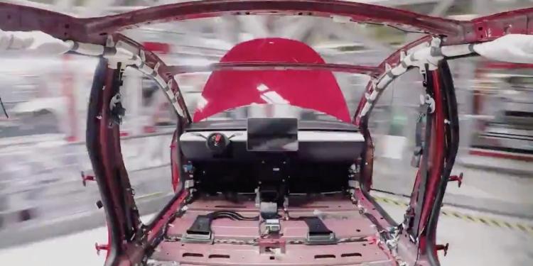 """Видео: сборка электромобиля Tesla Model 3 от начала до полной готовности"""""""