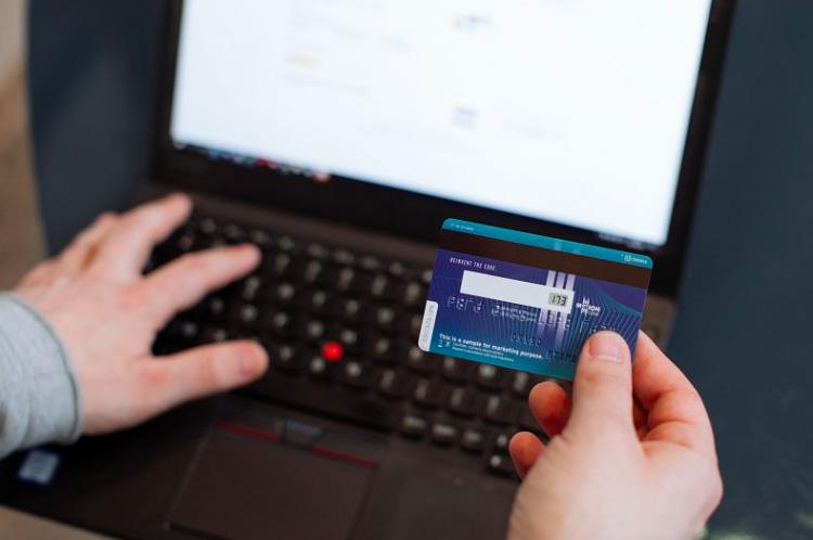 """Американский банк тестирует карту Visa с изменяемым кодом CVV"""""""