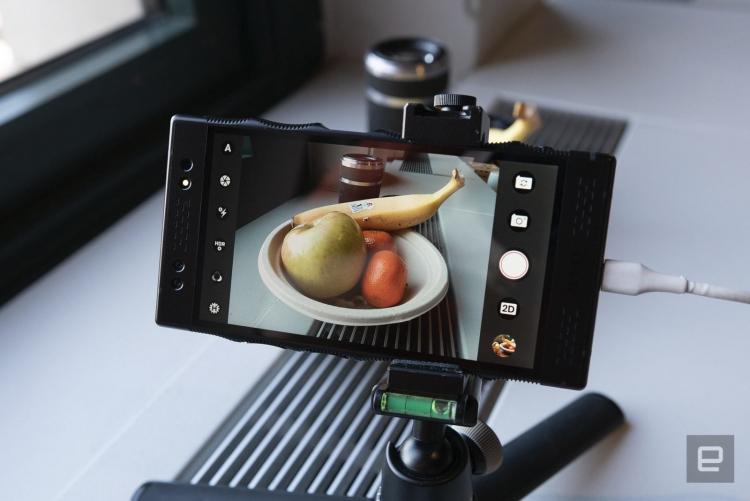 """RED показала Lithium — профессиональную 3D-камеру для своего смартфона Hydrogen One"""""""