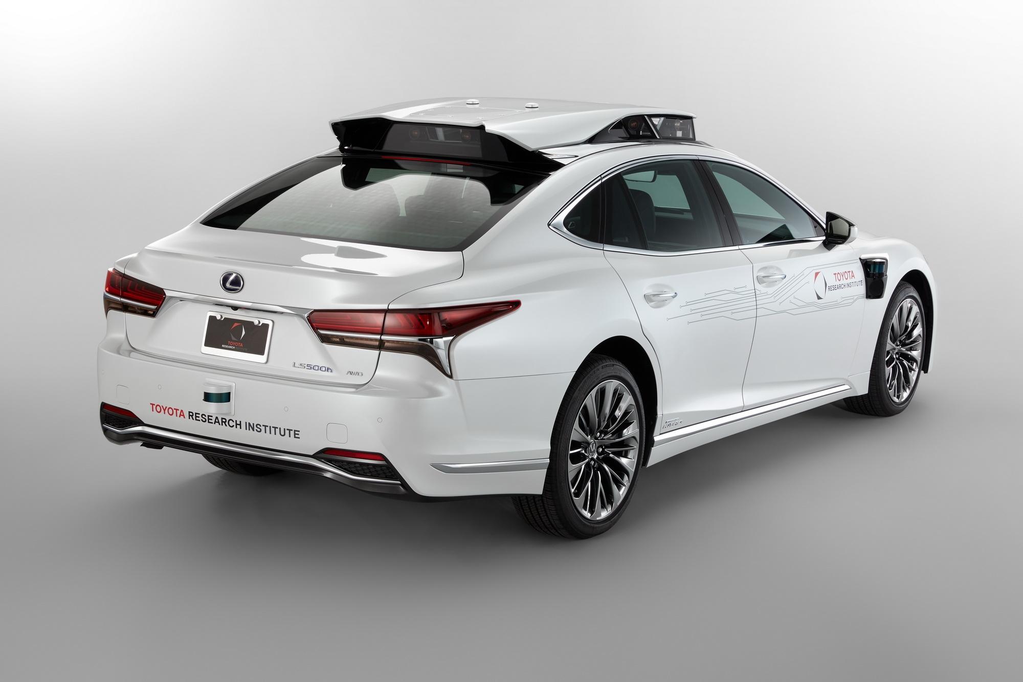 Лексус продемонстрировал прототип нового беспилотного автомобиля