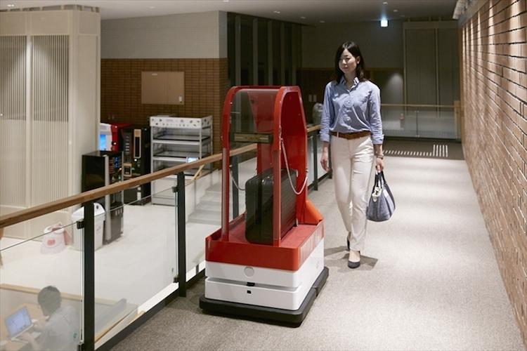 """Роботизированный отель «уволил» половину своих роботов-сотрудников"""""""