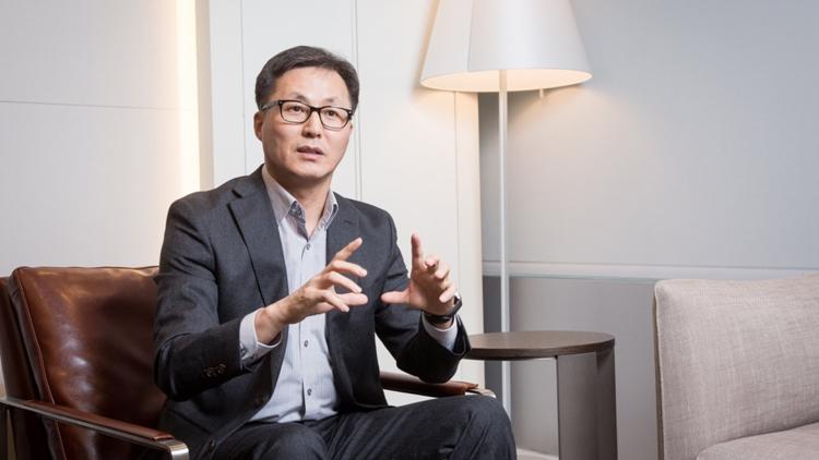 Xiaomi представила первый гибкий смартфон