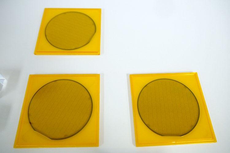 Кремниевые пластины с базовыми квантовыми элементами на эффекте квантовго отжига