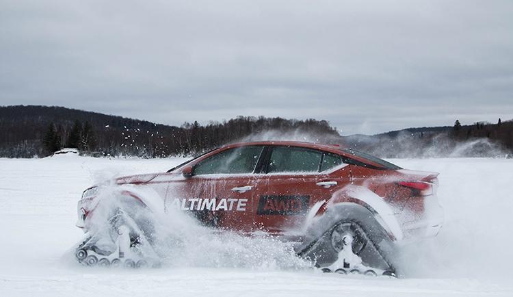 """Видео дня: седан Nissan Altima встал на гусеничный ход"""""""