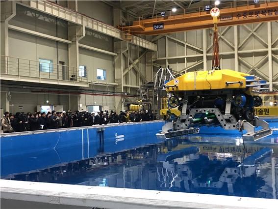 """Корейцы разработали подводных роботов-строителей для глубин до 2500 метров"""""""